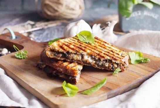 Гъбен сандвич с масло и кашкавал - изображение
