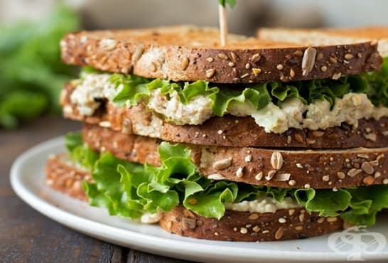 Пълнозърнести сандвичи с млечен пастет и пилешко - изображение