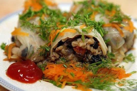 Постни сарми с гъби, просо и зеленчукова запръжка - изображение