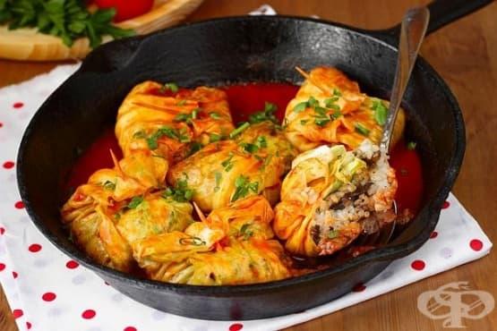 Сарми на тиган с плънка от сьомга, гъбен сос и ориз - изображение