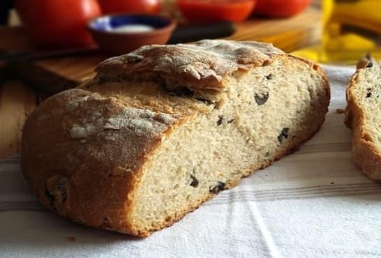 Селски хляб с маслини - изображение