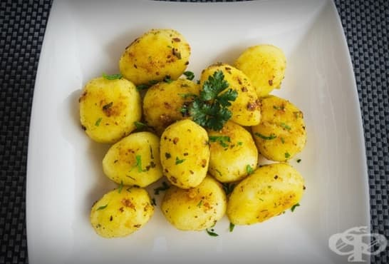 Шафранови картофки с масло, оцет и чесън - изображение