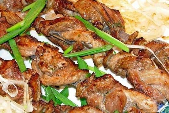 Шишчета от три вида мариновано месо (агнешко, свинско и телешко) - изображение