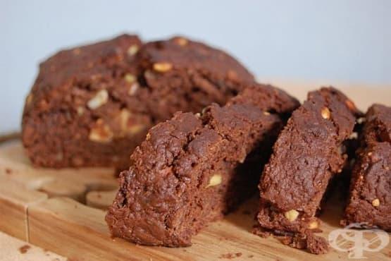 Шоколадов хляб с кафе и ядки - изображение