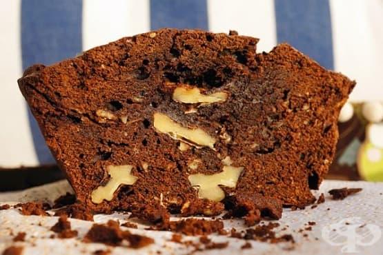 Кекс от шоколадово тесто с орехи - изображение