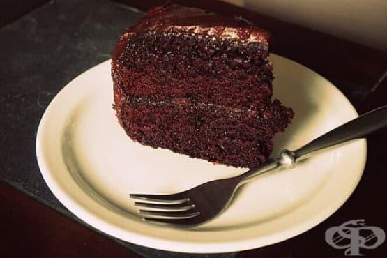 Шоколадова торта с авокадо и глазура (без яйца) - изображение
