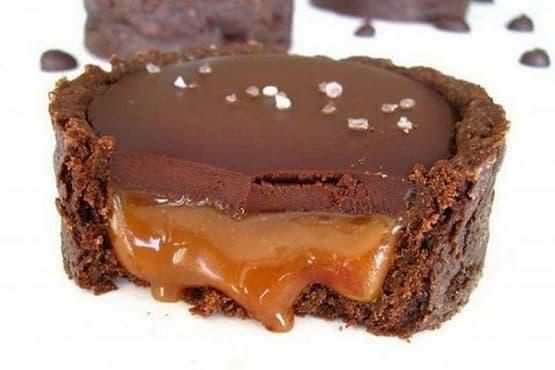 Шоколадови тарталетки с карамел - изображение