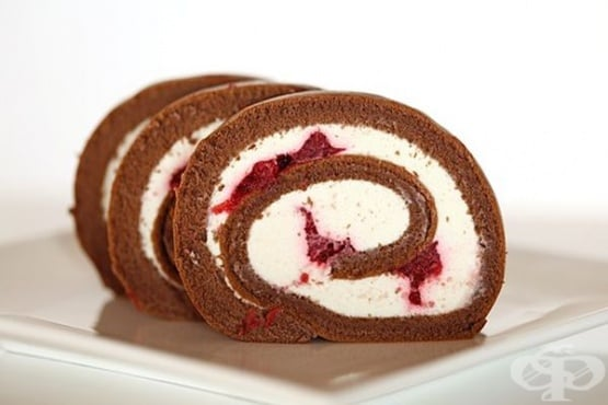 Шоколадово руло с боровинки и маскарпоне - изображение