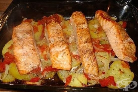 Сьомга с картофи и целина на фурна - изображение