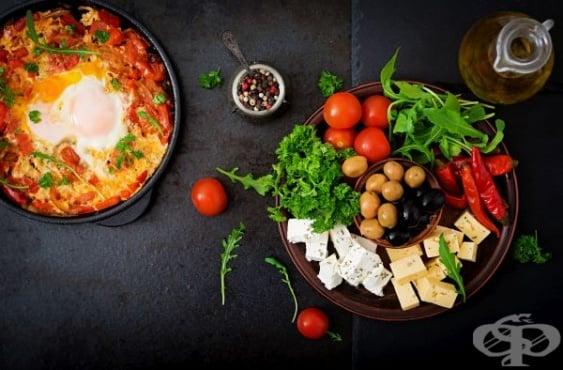 Как се прави сирене по шопски – класическа рецепта и варианти с наденица и колбас - изображение