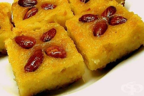 Сиропиран грис-сладкиш със сметана и бадеми - изображение