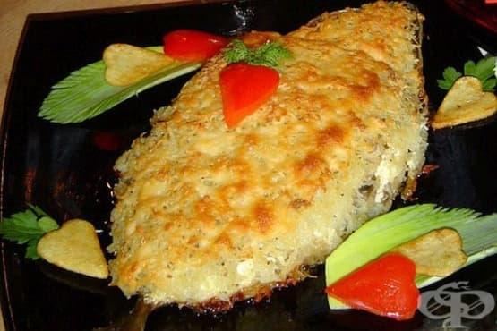 Скумрия с топено сирене, кашкавал, картофи и гъби - изображение