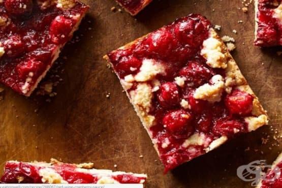 Сладкиш с червени боровинки - изображение