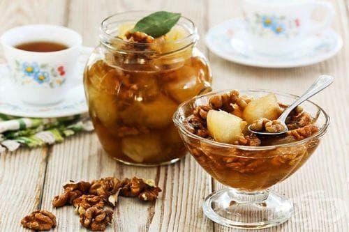 Сладко от ябълки с орехи и коняк - изображение