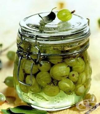 Сладко от цариградско грозде с вишневи листа - изображение