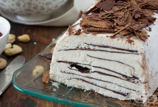 Сладоледен сладкиш с канела, шоколад и кашу - изображение