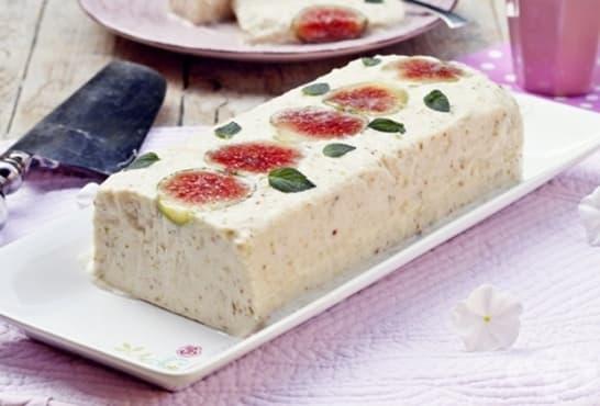 Желиран млечен десерт със смокини - изображение