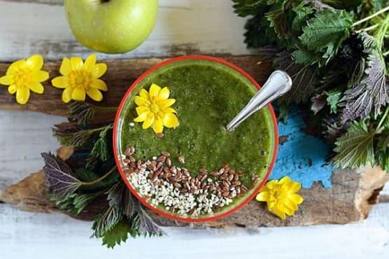 Детоксикиращо цитрусово смути с коприва, ябълки и семена - изображение