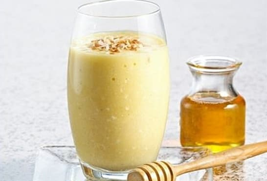 Смути с мед, орехи и банан - изображение