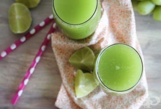 Сок от зелени ябълки, грозде и лайм - изображение