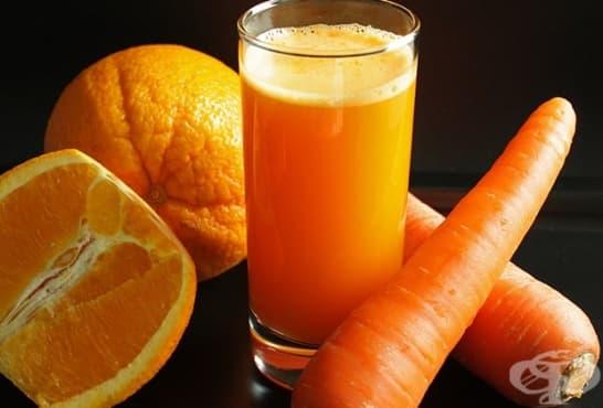 Портокалов сок с моркови и ябълка - изображение