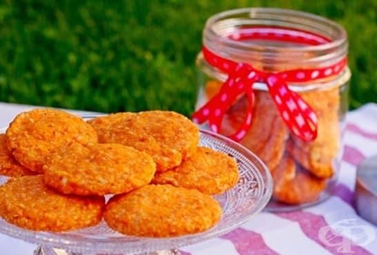 Солени бисквити със сирене, моркови и сусам - изображение