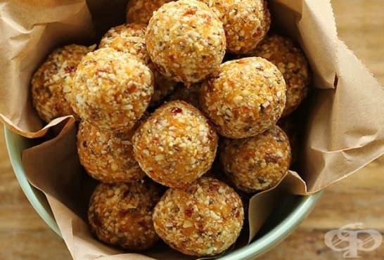 Солени бонбони със сусам, бекон и кашкавал - изображение