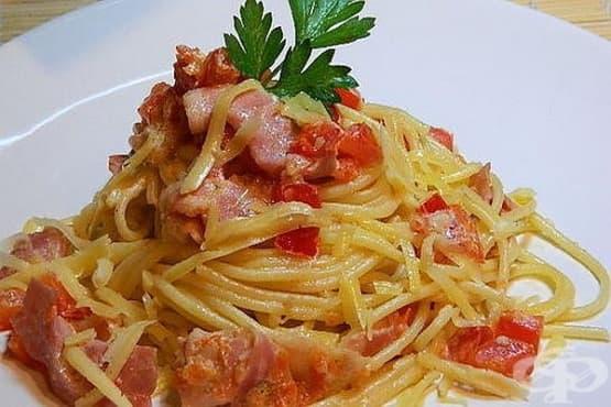 Спагети с бекон и сметана - изображение
