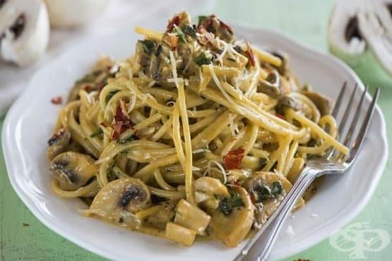 Спагети с гъби, сирена и сметана - изображение
