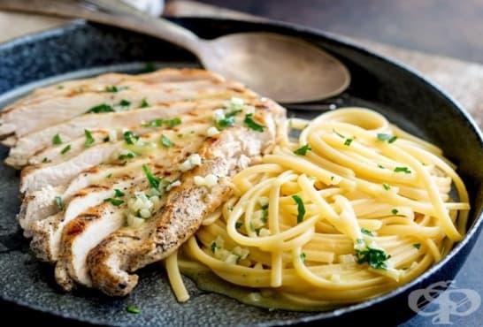 Пиле със спагети в масло, магданоз и чесън - изображение