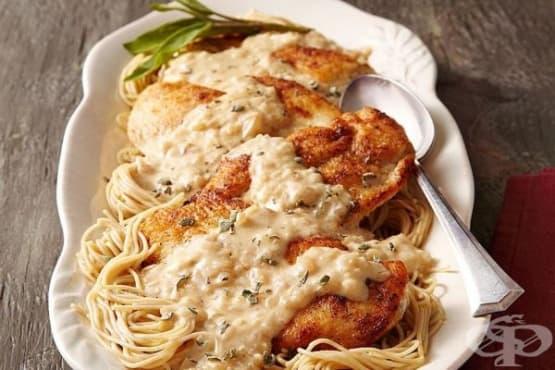 Спагети с пилешко и сос - изображение