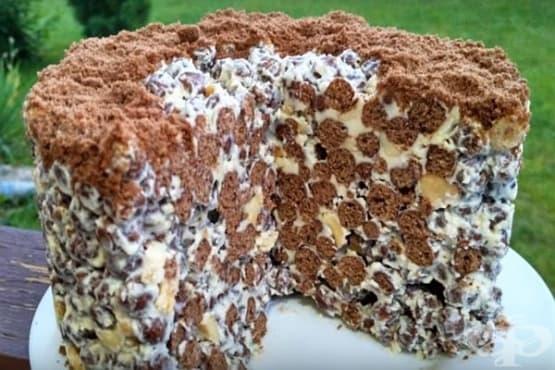 Студена хрупкава торта от шоколадова зърнена закуска и печени фъстъци - изображение