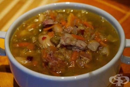 Супа от леща и боб с бекон - изображение