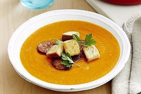Доматена супа с печена чушка, картофи и чесън - изображение