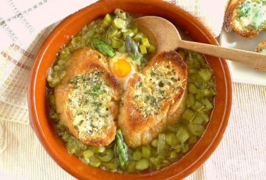 Супа с аспержи, зелен лук и яйца - изображение