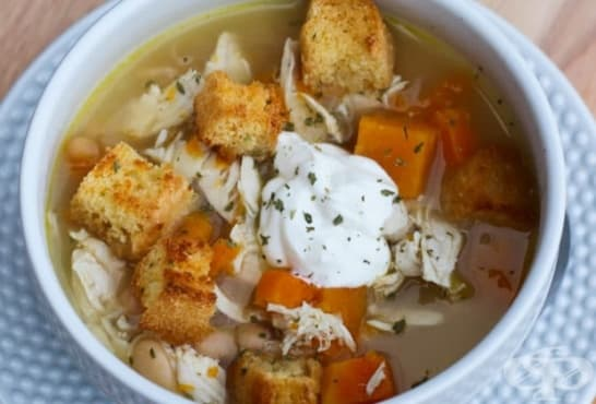 Пилешка супа с боб, сладки картофи и крутони - изображение