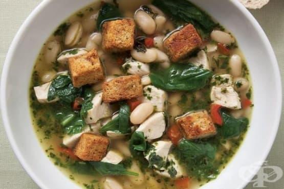 Супа със спанак, боб и песто - изображение