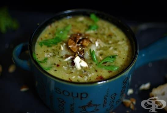 Супа от броколи със сметана и бадеми - изображение