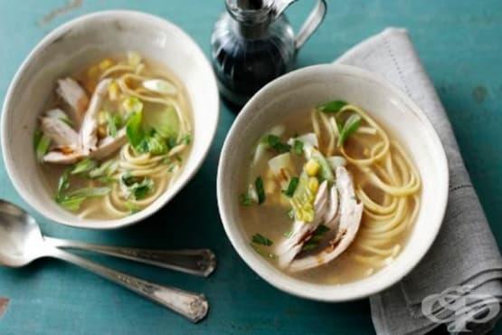 Пилешка супа с оризов нудълс - изображение