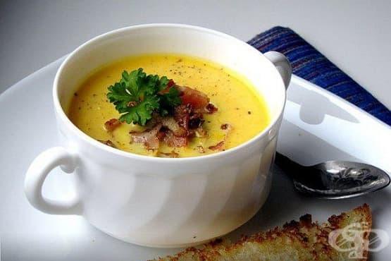 Тиквена крем-супа с парченца бекон и орехи - изображение