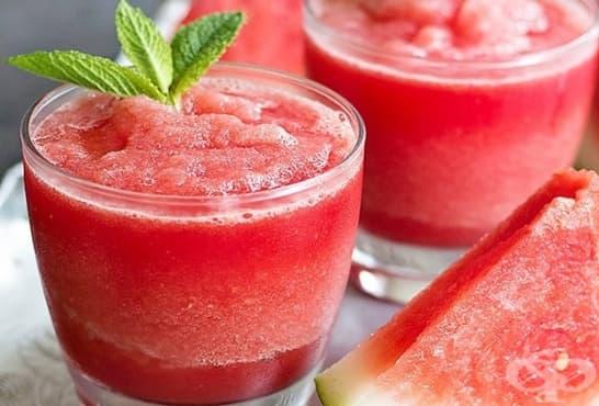 Свеж коктейл с мента, диня и розова вода - изображение