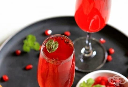 Свежа напитка с нар и мента - изображение