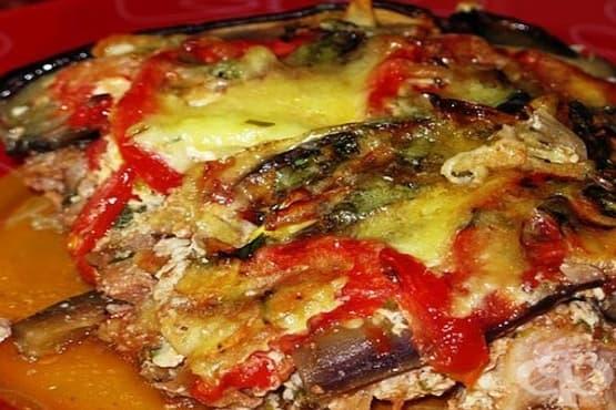 Свински врат с патладжани, домати и заливка - изображение