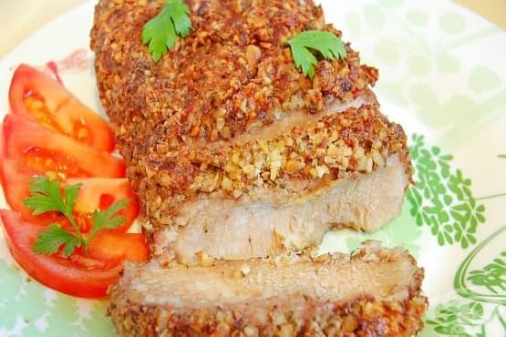 Мариновано свинско в панировка от ядки - изображение