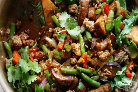 Свинско месо с чесън и лют сос - изображение