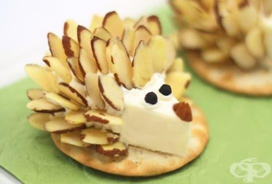 Таралежчета от топено сирене и бадеми - изображение