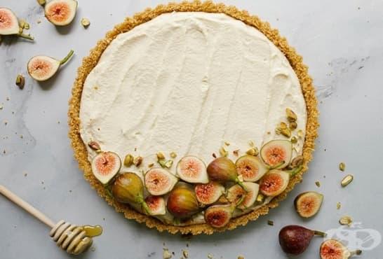 Смокинов тарт с мед, маскарпоне и солени бисквитки - изображение