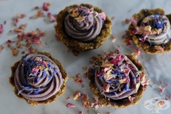 Сурови тарталети със смокини, шамфъстък и боровинки - изображение