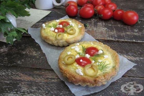 Тарталети с извара, домати и маслини - изображение