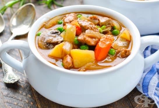 Телешка супа с гъби, грах и домати - изображение
